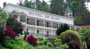 The History Behind This Remote Hotel In Washington Is Both Eerie And Fascinating