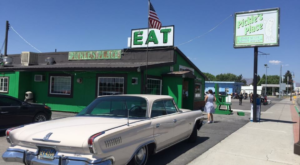 Everyone Goes Nuts For The Hamburgers At This Nostalgic Eatery In Idaho