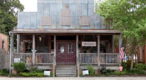 The Tiny Town In Louisiana That's Absolute Heaven If You Love Antiquing
