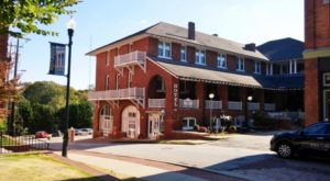 The History Behind This Small Town Hotel In South Carolina Is Both Eerie And Fascinating
