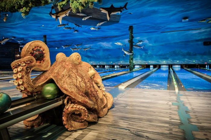 This Ocean Themed Bowling Alley And Restaurant In Texas Is