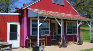This Restaurant Way Out In The Oklahoma Countryside Has The Best Doggone Food You've Tried In Ages
