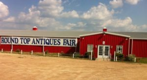 The Tiny Town In Texas That's Absolute Heaven If You Love Antiquing