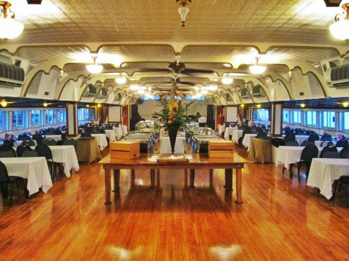 Belle Of Louisville Offers A Twilight Dinner Boat Ride In Kentucky
