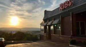 The Rustic Restaurant In Tennessee With The Most Enchanting Countryside View