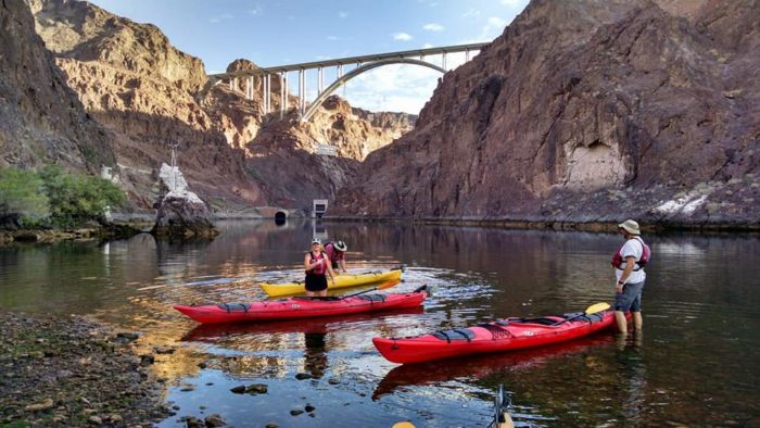 Hoover Dam Tours >> You Can Kayak Into Emerald Cave Right Outside Of Nevada