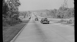 11 Rare Photos Taken During The Merritt Parkway Construction That Will Simply Astound You