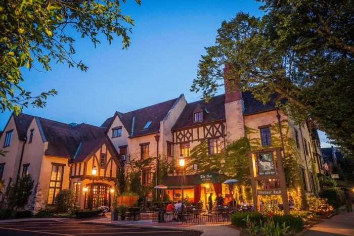 Deer Path Inn In Lake Forest Illinois Is Like An Old
