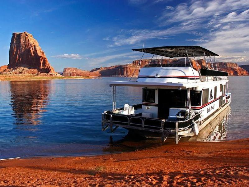 Lake Powell, Utah Is The Perfect Place For A Houseboat ...