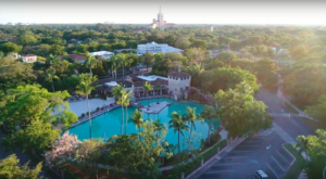 The World's Largest Freshwater Swimming Pool Is Right Here In Florida And It's Incredible
