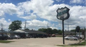 This Route 66 Drive-In In Illinois Is A 1950s Paradise You'll Absolutely Love