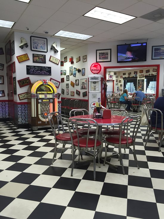 Diner Restaurant Decor : Bert s diner is a fun and nostalgic in maryland