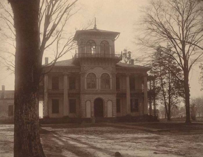 The Drish House In Alabama Is One Of The Most Haunted