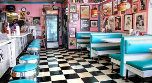 You'll Absolutely Love This '50s-Themed Diner In Indiana