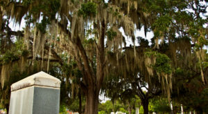 One Of The South's Most Beautiful Cemeteries Is Right Here In Alabama… And You'll Want To Visit