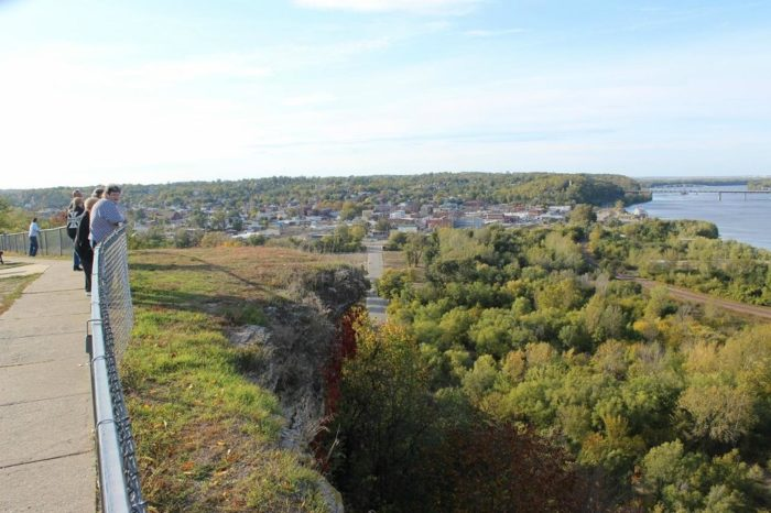 The Short Hike In Missouri That Leads To A Panoramic, 360 ...