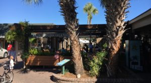The Beloved Beach-Themed Restaurant In South Carolina That's So Worth The Wait