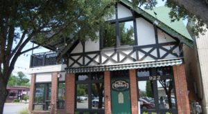 The Haunted Pub In Austin That's Loaded With History And Mystery