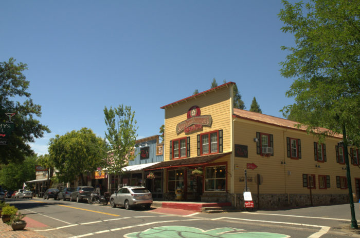 Murphys is a small town in northern california that 39 s full for Small towns in northern california