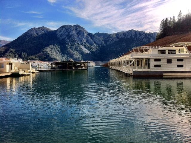 Rent a houseboat in northern california at lake shasta for Houseboats for rent in california
