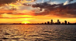 This Twilight Boat Ride In Milwaukee Will Take You On An Unforgettable Dinner Adventure