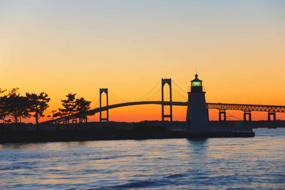 Take A Twilight Dinner Cruise With Newport Dinner Cruises