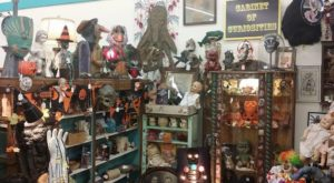 The Creepy Yet Amazing Antique Store In Cleveland Where You'll Find Loads Of Buried Treasures