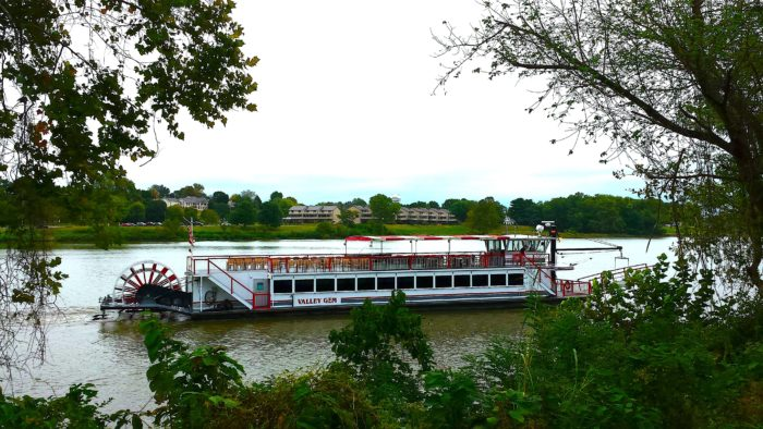 Old Fashioned Paddle Boat Cruise In Ohio Valley Gem