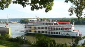 Spend A Perfect Day On This Old-Fashioned Paddle Boat Cruise In Iowa