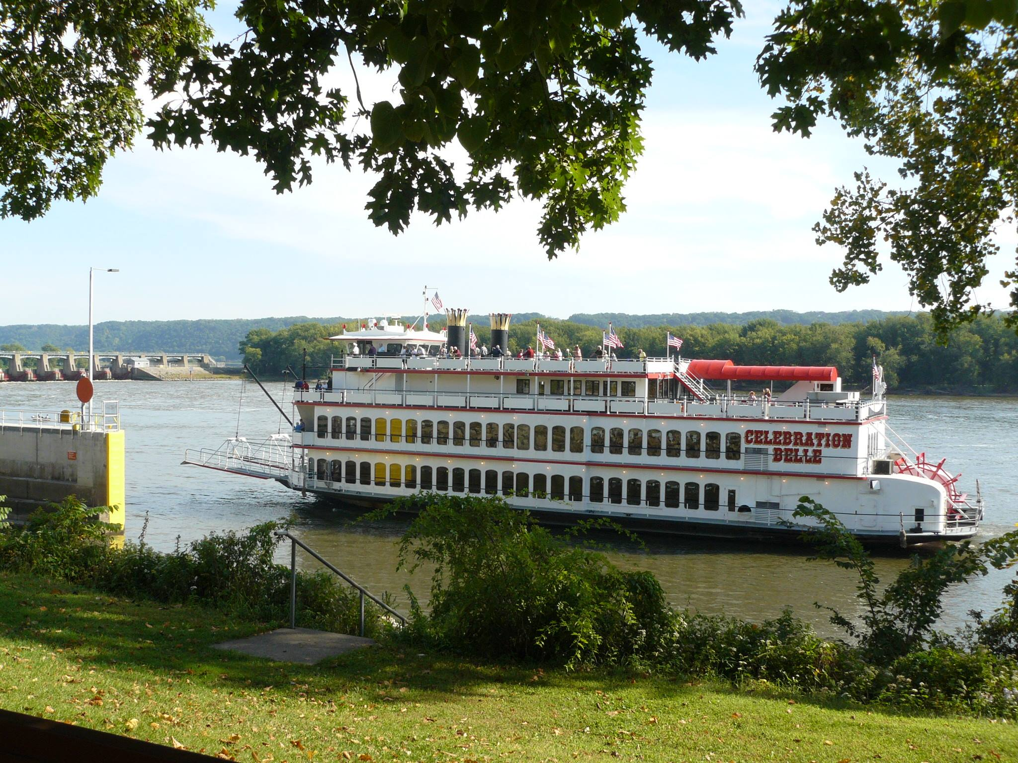 The Celebration Belle Is An Old Fashioned Paddle Boat In Iowa