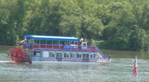 Spend A Perfect Day On This Old-Fashioned Paddle Boat Cruise In Pennsylvania