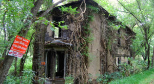 The Remnants Of This Abandoned Virginia Hotel From The 1800s Are Hauntingly Beautiful