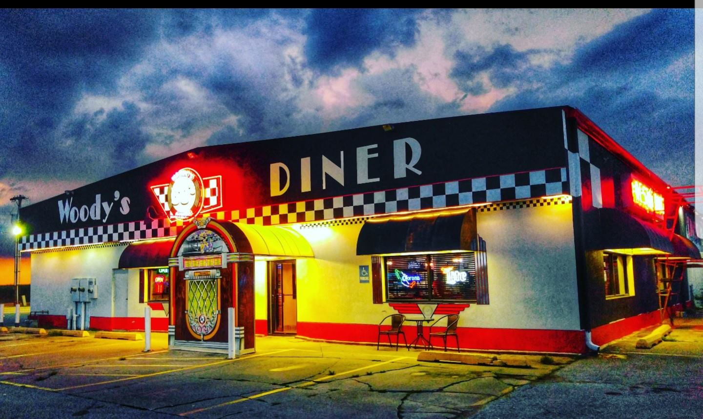 Woody S 50 S Diner In Le Roy Is The Best 50s Themed Diner