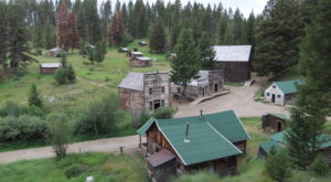 The Remnants Of This Abandoned Town In Montana Are Hauntingly Beautiful