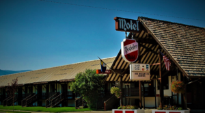 There's A Themed Motel In The Middle Of Nowhere In Montana You'll Absolutely Love