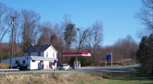 The Best Fried Chicken In Virginia Actually Comes From A Small Town Gas Station