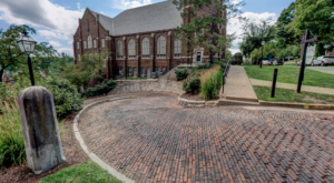 The World's Most Crooked Street Is Right Here In Iowa And You'll Want To See It