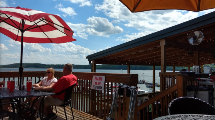 You Must Visit These 8 Lakeside Restaurants in Indiana
