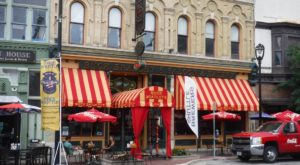 The Historic Saloon In Milwaukee That Serves Up The Best Burgers Ever