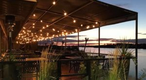 7 Lakeside Restaurants In Washington You Simply Must Visit This Time Of Year