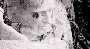 16 Rare Photos Taken During Mount Rushmore Construction That Will Simply Astound You