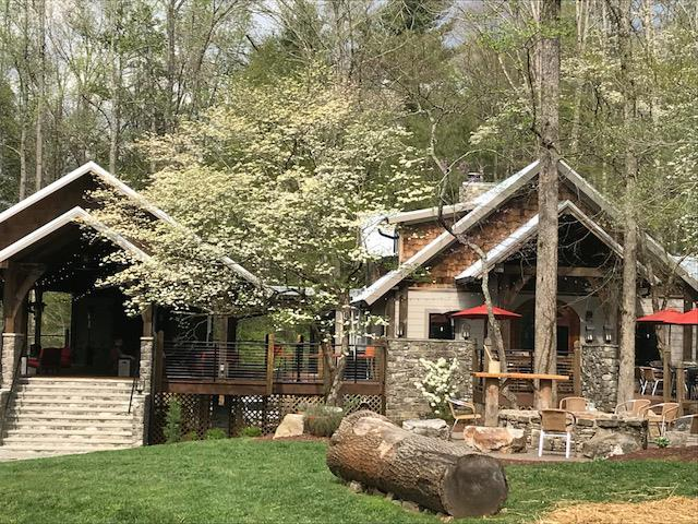 One Of Tennessee S Most Beautiful Hotels Is Dancing Bear
