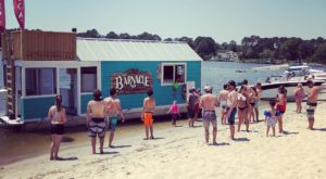 This Floating Restaurant In Virginia Has Summer Written All Over It