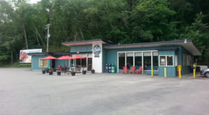 The Riverside Restaurant In Minnesota That Serves One Of The Best Burgers You'll Ever Have