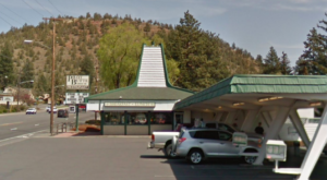 Everyone Goes Nuts For The Hamburgers At This Nostalgic Eatery In Oregon