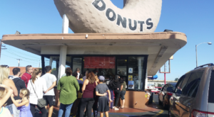 The 24-Hour Donut Shop That's One Of The Most Iconic Destinations In Southern California