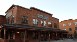 The History Behind This Remote Hotel In North Dakota Is Both Eerie And Fascinating