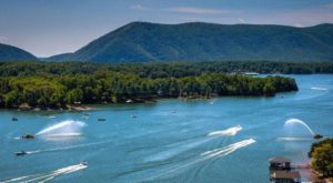 Virginia's Stunning Lake Is The Perfect Destination For A Summer Getaway