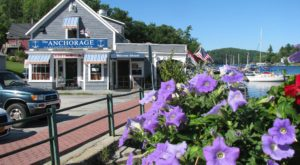 6 Lakeside Restaurants In New Hampshire You Simply Must Visit This Time Of Year