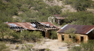 17 Staggering Photos Of An Abandoned Town Hiding In Arizona